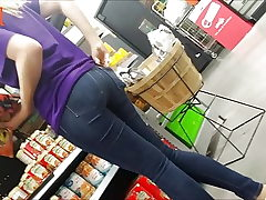 Sexy Teen Ass in Taut Denim